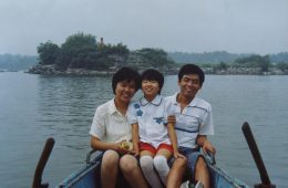 1980s China Parents and daughter on the boat photos of real life